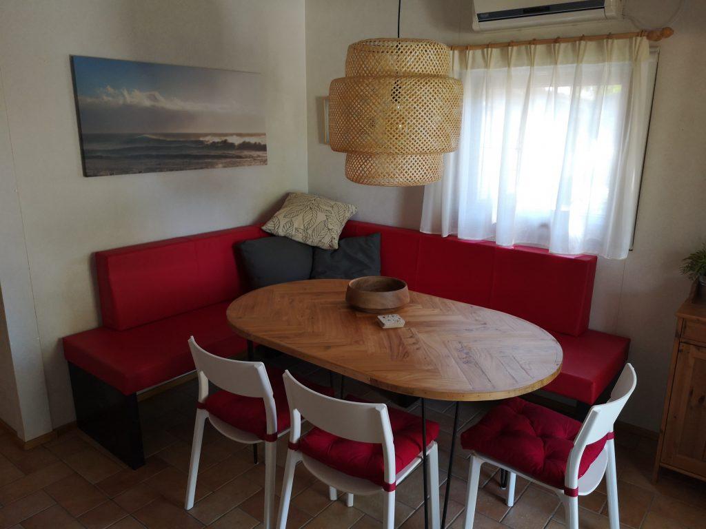 Zithoek eettafel in Chalet Di Fina van CasaToscane